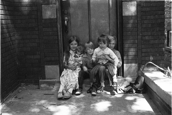 KIDS ON 6200 BLOCK OF N. CLAREMONT 1974_15A,
